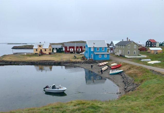 Le port de l'île de Flatey entre Snaefellsnes et les fjords de l'ouest Islandais