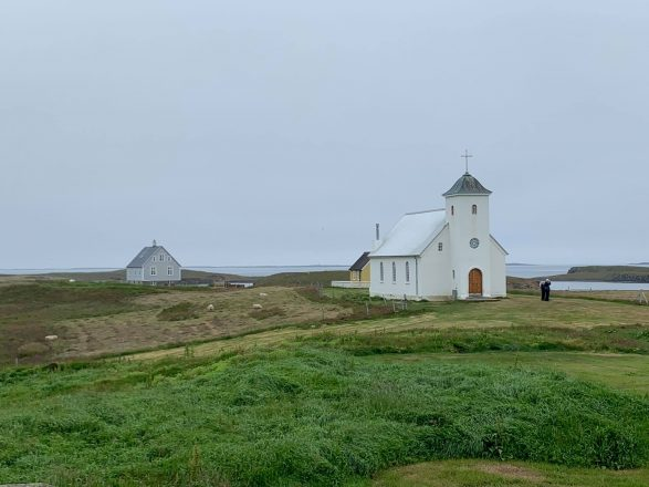 La modeste église de l'île Flatey