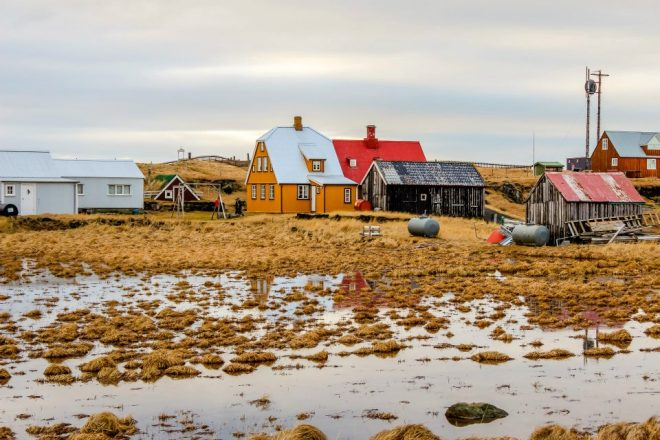 Une photo de paysage de l'île Flatey.