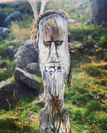 Une idole païenne sur l'île de Flatey