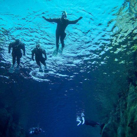 Snorkeling en petit groupe à Silfra | Photos sous-marines gratuites