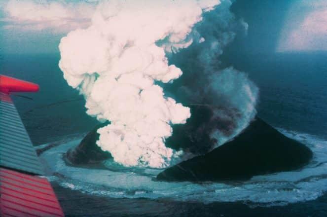 Une photographie de Surtsey en 1963