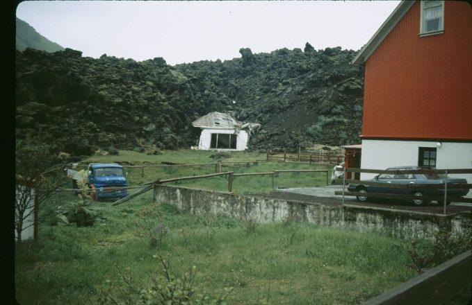 Une maison détruite dans une lave lors de l'éruption de 1973 dans les îles Westman.
