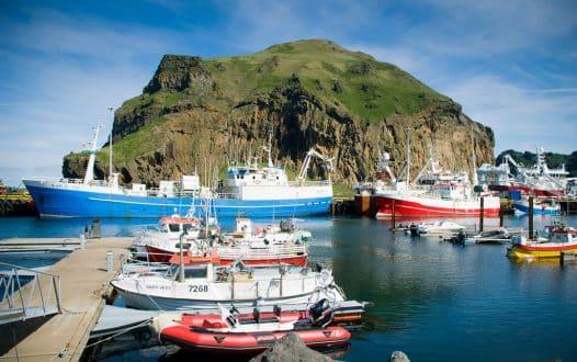 Navires dans le port des îles Westman