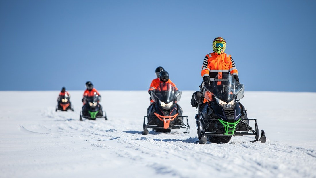 Excursion en motoneige sur le glacier Myrdalsjokull dans le sud de l'Islande