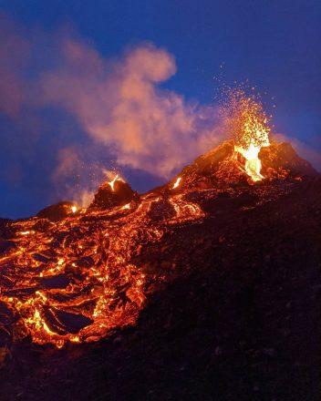 Un volcan en éruption en Islande