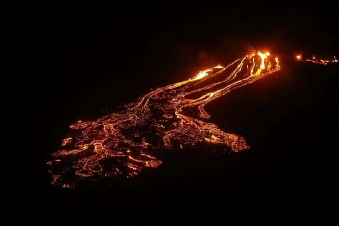 Une éruption volcanique en Islande d'en haut