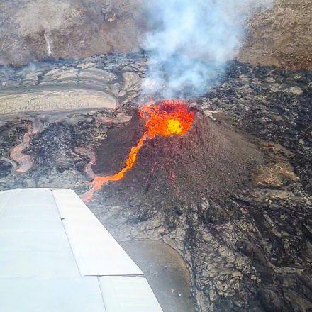 Vue depuis une éruption volcanique en Islande depuis un avion.