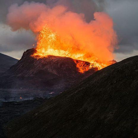 Randonnée au volcan actif Geldingadalur | Visite en petit groupe